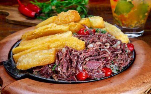 Carne seca acebolada com mandioca – 350g
